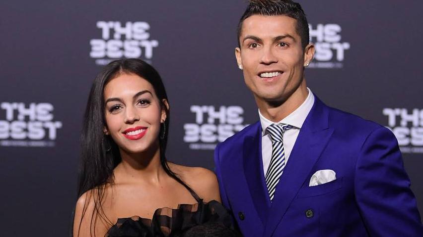 Bekas Kekasih Mario Balotelli Bikin Pacar Cristiano Ronaldo Cemburu