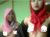 Dua Wanita Hijaber Indonesia Ini Tengah Diburu karena Aksinya Sangat Melecehkan Islam, Begini Videonya
