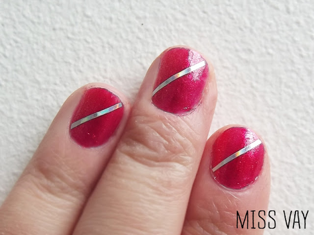 ongles nail art saint-valentin rose sally hansen striping tape vernis
