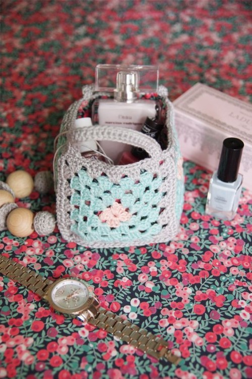 Mini Granny Square Crochet Baskets - Free Pattern