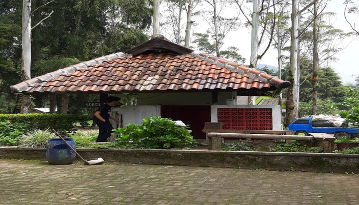Toilet Kamar Mandi di Kampung  Cai Ranca Upas Ciwidey