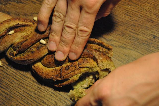 Gedrehtes Pestobrot: Einfach Stücke wegzupfen