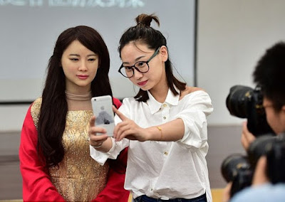 Robot Wanita China