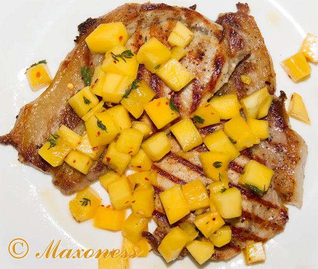 Свиные отбивные с сальсой из манго
