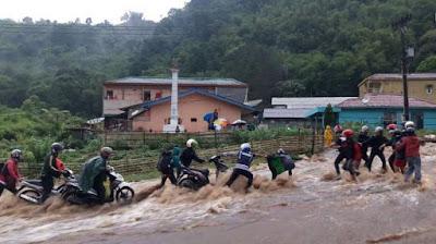 Air Sungai Meluap 21 Mahasiswa Menghilang di Air Terjun Dua Warna Sibolangit