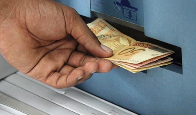 Governo sanciona lei que prevê salário mínimo de R$ 979