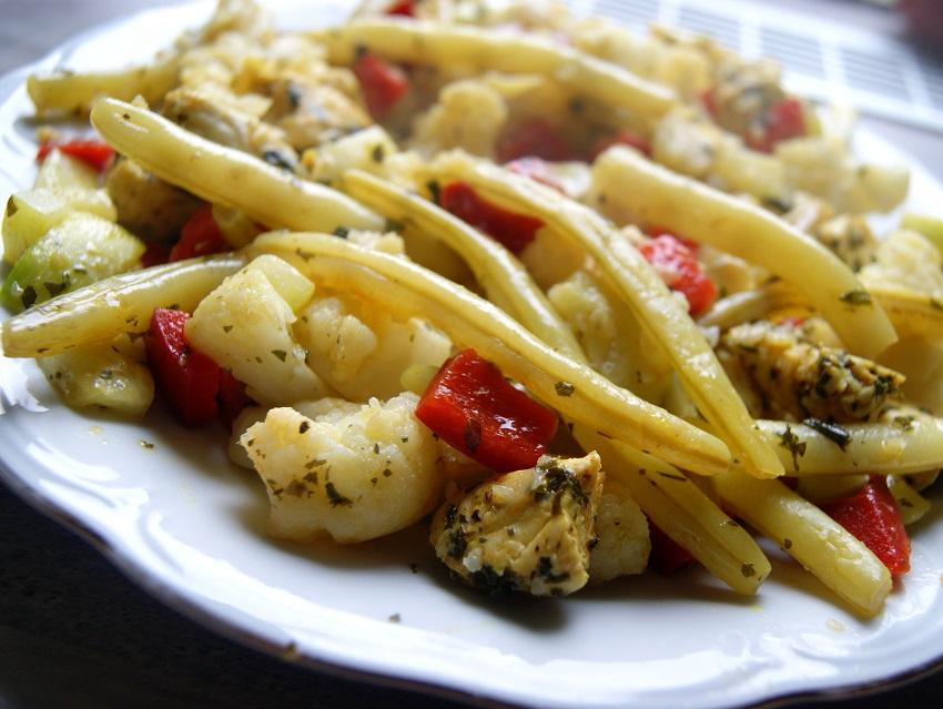 Warzywa na parze z kurczakiem lekko podsmażone