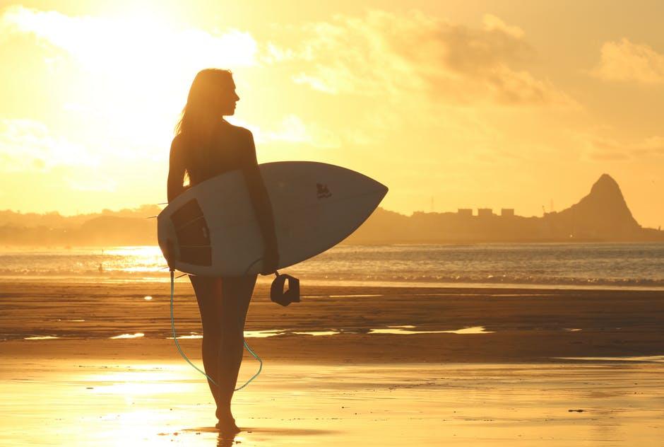 TOP 10 des filles que l'on déteste l'été - On connait tous ce genre de fille... @DEUXAIMES