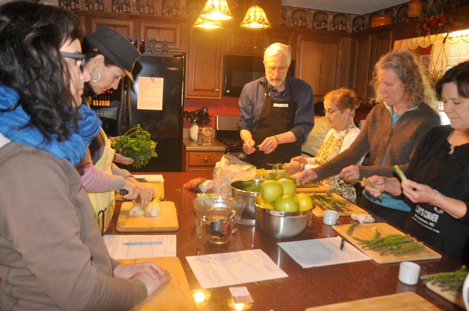 Vicki lane mysteries wally maria 39 s italian kitchen for Maria s italian kitchen menu