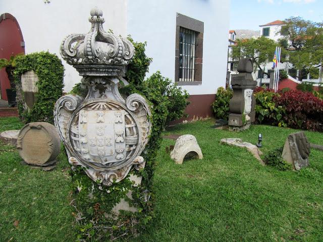 ancient art in the museum Quinta das Cruzes garden