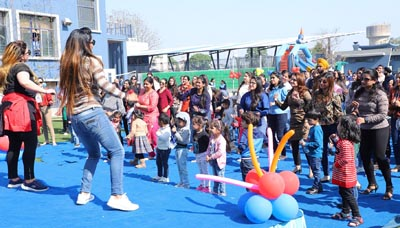 Kids and Parents enjoying refreshing zumba session by Satyan dance teachers