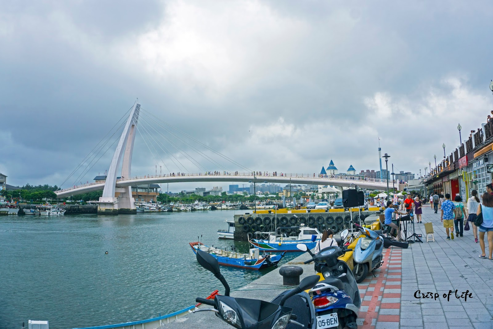 "Tamsui old street and The ""Lover's Bridge""  淡水老街,情人桥"