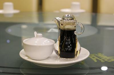 La salsa de soya o salsa de soja, también conocida como sillao
