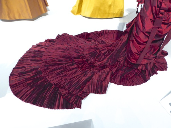 Crimson Peak Lucille gown train detail
