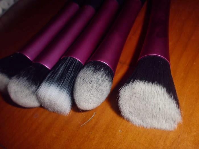brochas de maquillaje rosa