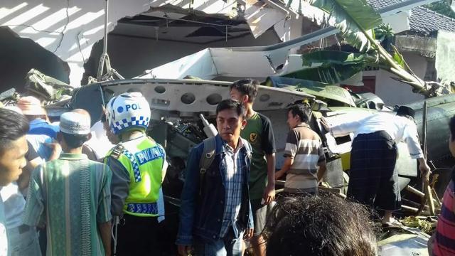 Helikopter TNI AD Jatuh Di Pemukiman Warga Di Kalasan, Sleman, Yogyakarta