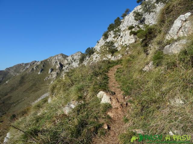 Atravesando los murallones del Cuera hacia el Paisanu