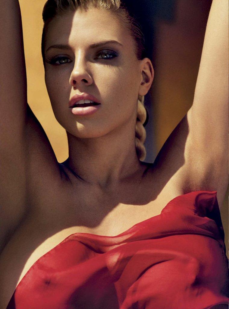 https://3.bp.blogspot.com/-WNrufPHSSYQ/VrTeQkD_S1I/AAAAAAAAqhE/5pEbVhlA-Qw/s1600/charlotte-mckinney-gq-mexico-magazine-photo-04.jpg