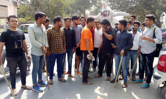 Baba Ramdev's effigy blasted in Faridabad for adopting Brahmin society