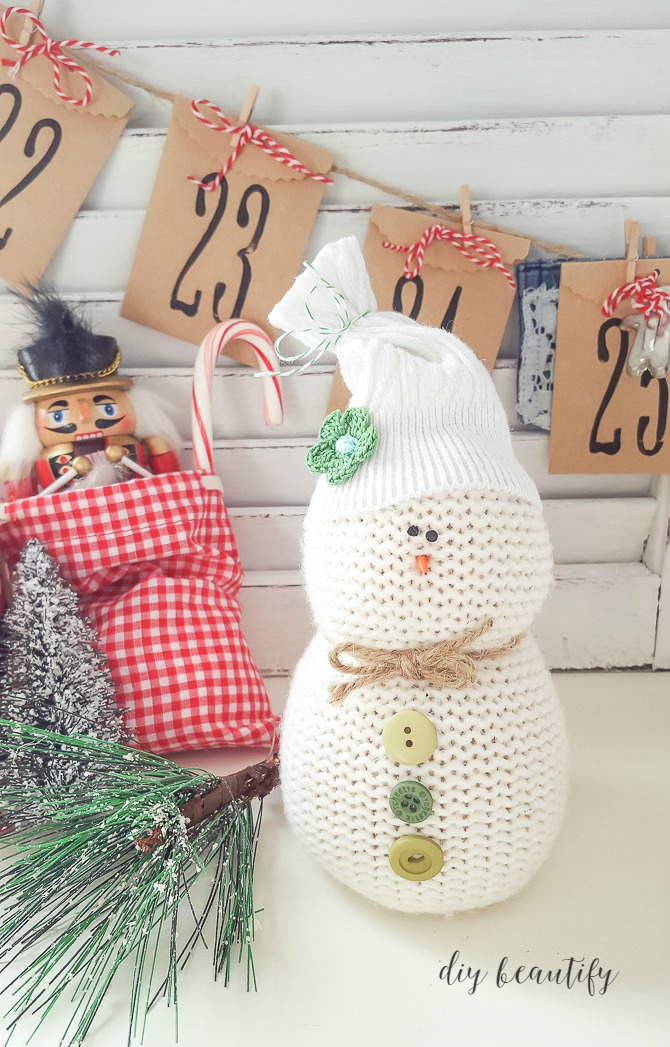 easy DIY sweater snowman