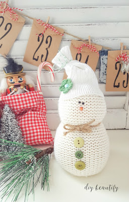 Get my tutorial for adorable, no-sew sweater snowmen at diy beautify!