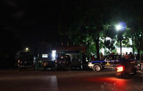 Cảnh sát bao vây, khống chế nhiều kiểm lâm tại trụ sở
