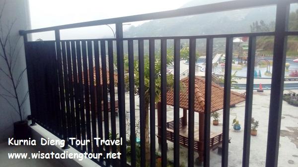 foto kolam dqiano dari balkon kamar