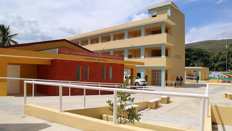 San juan presidente medina entrega tres escuelas y dos for V encarnacion salon