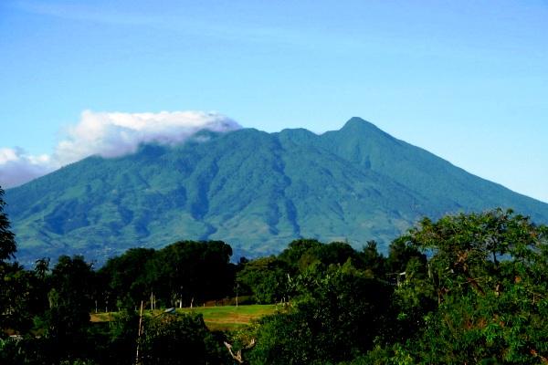 Gunung Salak yang berada di wilayah Kabupaten Sukabumi dan Kabupaten Bogor, Jawa Barat.