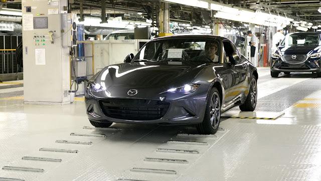 Los precios del nuevo Mazda MX-5 Miata RF varían en función de su transmisión y equipamiento
