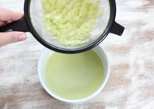 DIY: Cách làm lotion trà xanh và dưa chuột bảo vệ da vào mùa hè