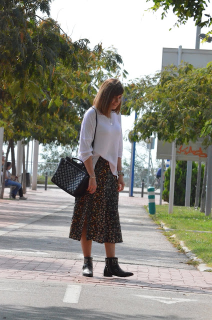 Midi skirt with flowers....