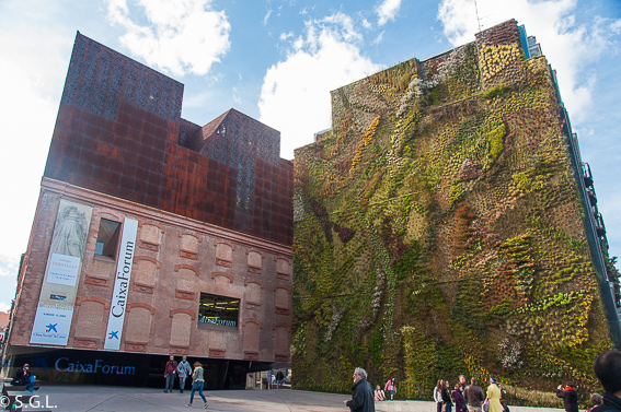 Jardin vertical de CaixaForum. Ruta lowcost por Madrid