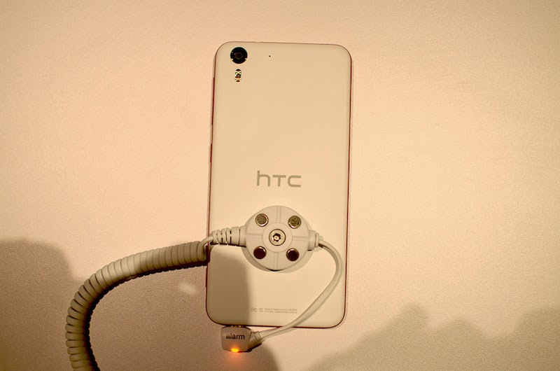 HTC Desire Eye 13MP Selfie Smartphone Hands-on