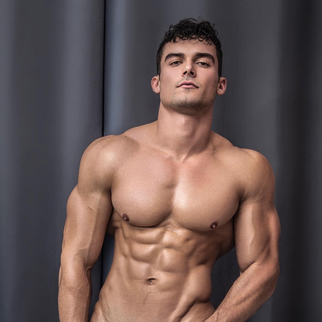 Shirtless Men On The Blog: Josh Watson Mostra Il Sedere
