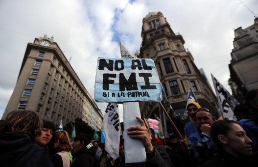 FMI prestaría a Argentina más de 30 mil millones de dólares