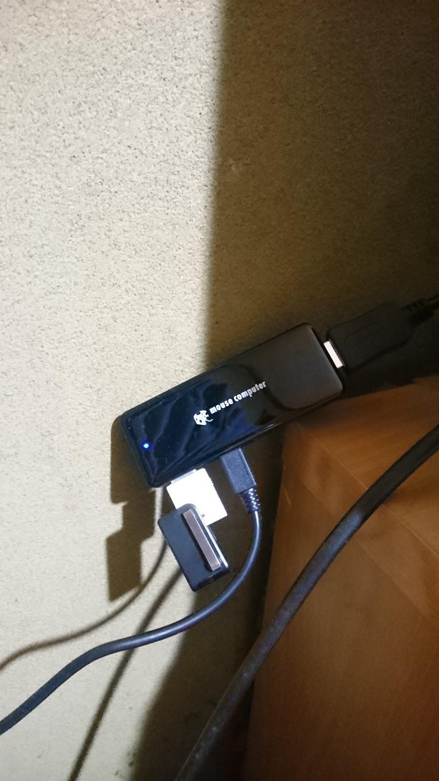 テレビに接続したスティックPCの本体