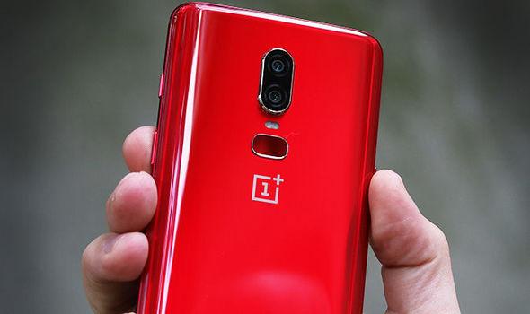 نسخه جديده من هاتف OnePlus 6 باللون الأحمر