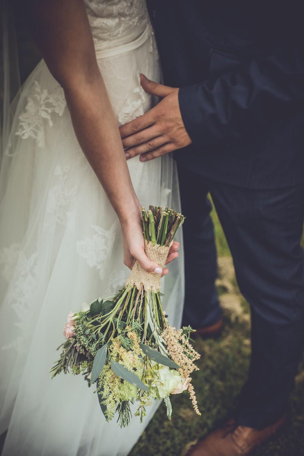 wianek, ślub w stylu rustykalnym, zaproszenia rustykalne, anna kara suknie ślubne
