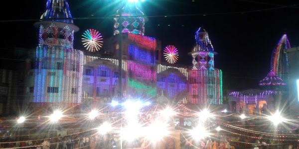 नवरात्रि के तीसरे दिन राजवाड़ा पर अहमदाबाद (गुजरात) के कलाकारों ने बांधा समां
