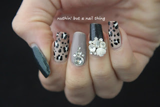 Sparkly leopard print nail art design ideas