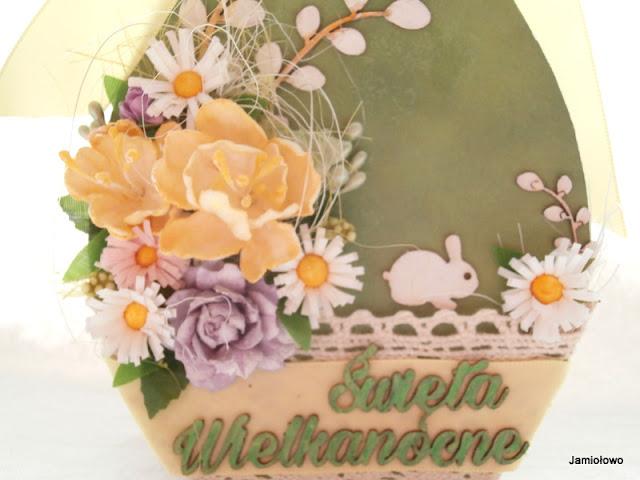 wielkanocna kartka z kwiatami i zajączkiem