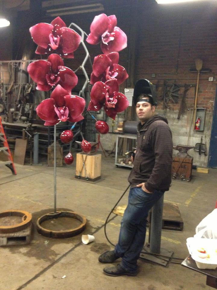 05-Jason-Gamrath-Giant-Glass-Orchids-and-other-Flowers-Sculptures-www-designstack-co
