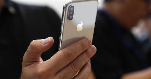 IPhone-tulajdonosok tízezrei perelték be az Apple-t