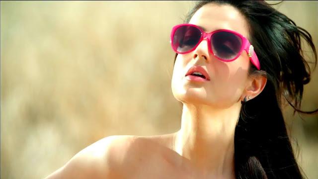 Ameesha Patel Images, Hot Photos & HD Wallpapers