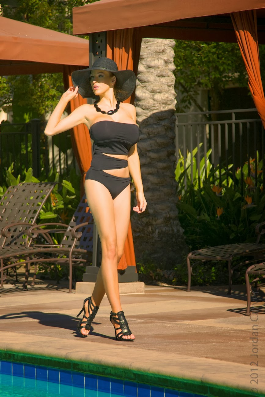 Jordan Carver Tight Boobs Near Swimming Pool - Big Boobs -2418