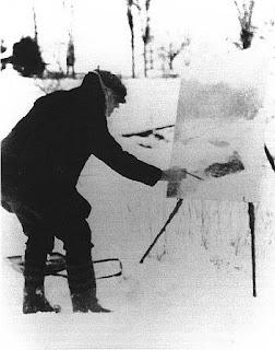 El artista Willard Leroy Metcalf pintando en la nieve