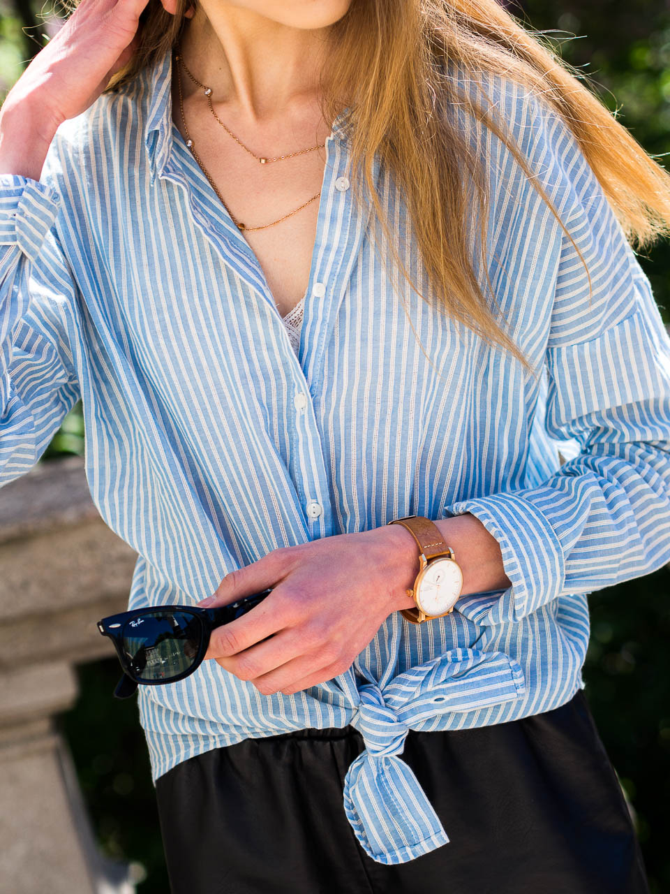 summer-outfit-details-blue-and-white-striped-shirt