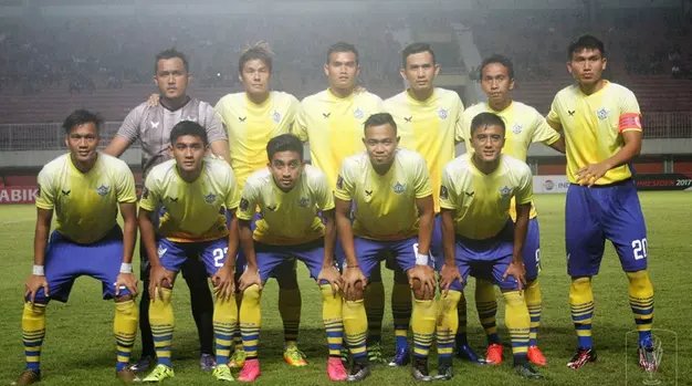 Pelatih Persegres Gresik United, Hanafi, menyesalkan banyaknya peluang timnya yang terbuang saat menghadapi PSS, Rabu (15/2/2017). (Bola.com/Istimewa)