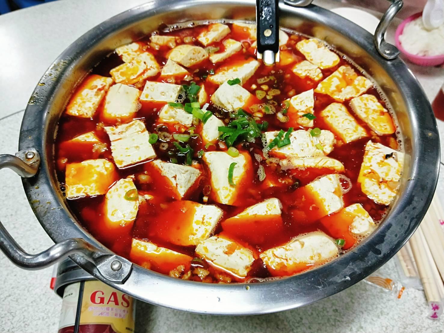 [食記] 新竹香山 - 長興釣蝦 臭豆腐軟嫩吸飽湯汁 紅香湯頭不死辣 各樣菜色多種選擇 新竹美食 - 蘋果的背包食堂